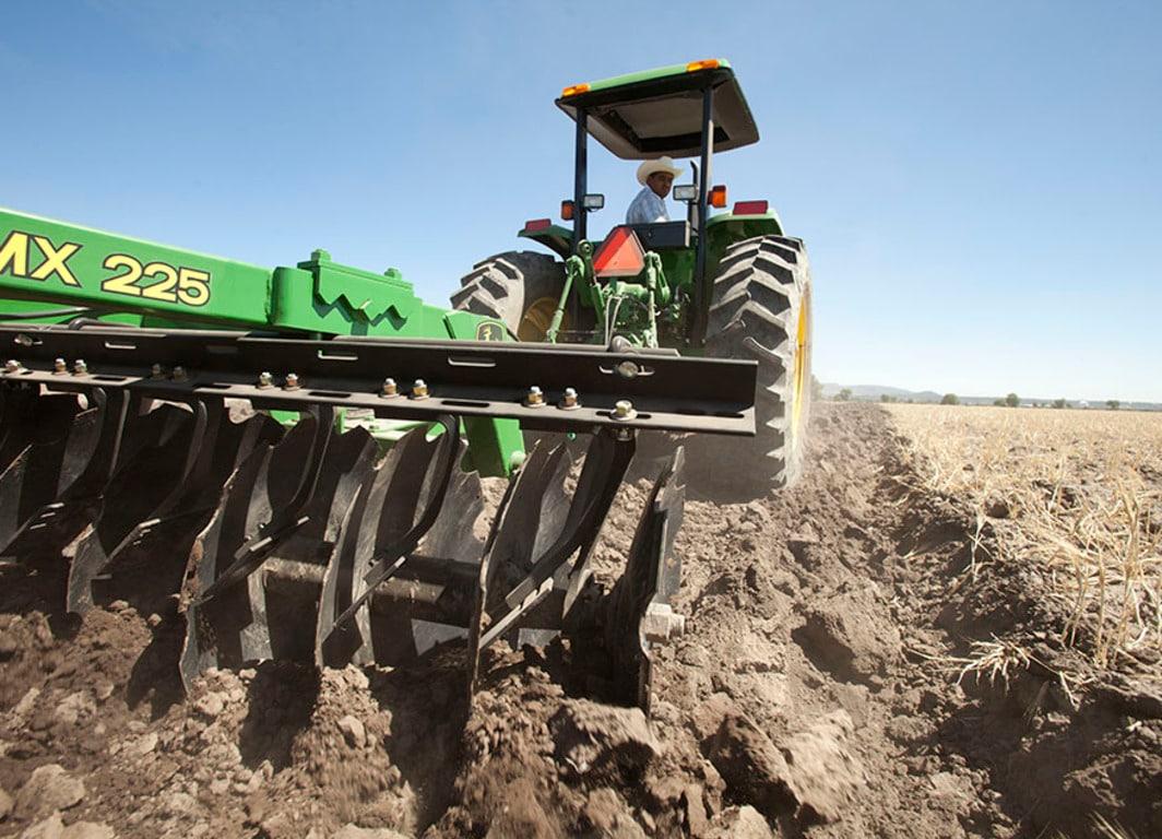 Los Arados John Deere le ofrecen comodidad, productividad, economía y el mejor desempeño en las labores agrícolas.